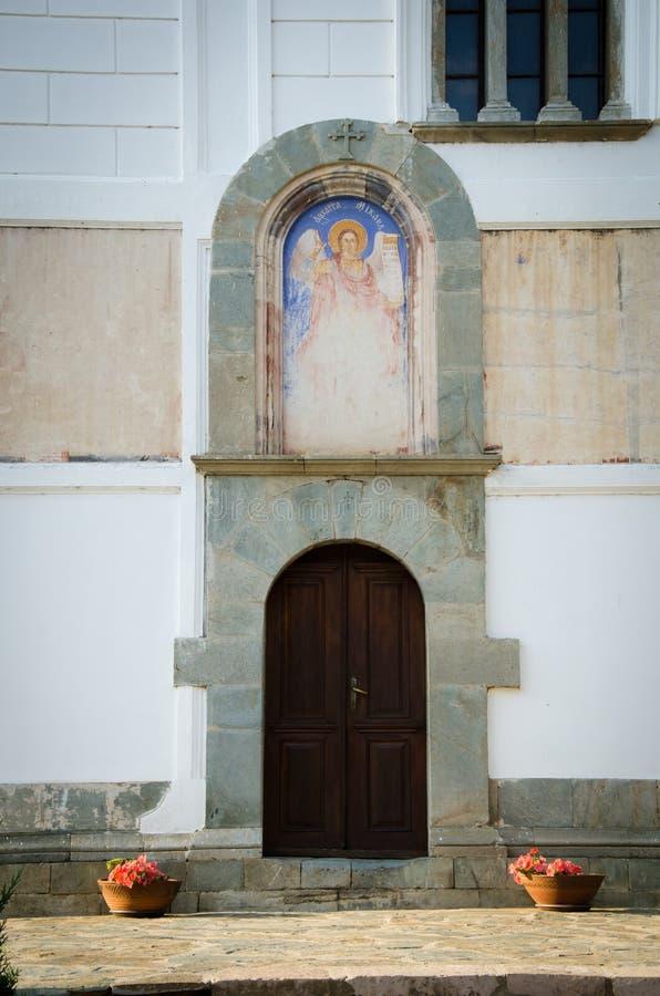 Парадный вход церков внутри монастырь Святого Prohor Pcinjski стоковое фото