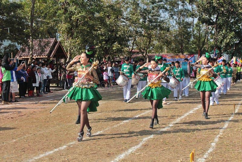 Парад в дне спорта основных студентов стоковое фото