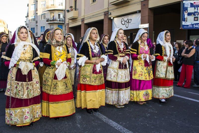 Парад в Sardinian традиционном костюме стоковое фото rf
