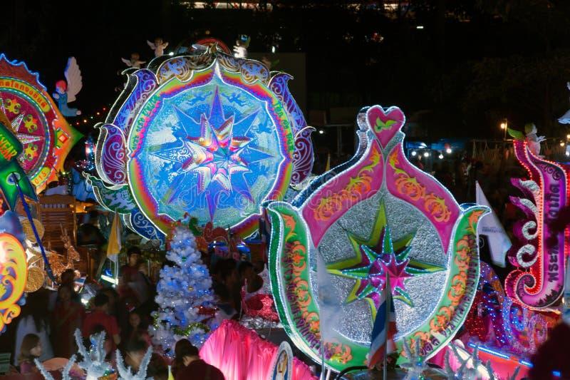 Парад фестиваля звезды рождества в Sakon Nakhon, Таиланде стоковые фотографии rf