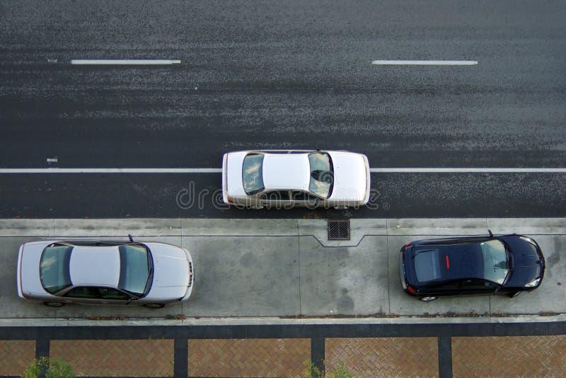 параллельная стоянка автомобилей стоковое изображение rf