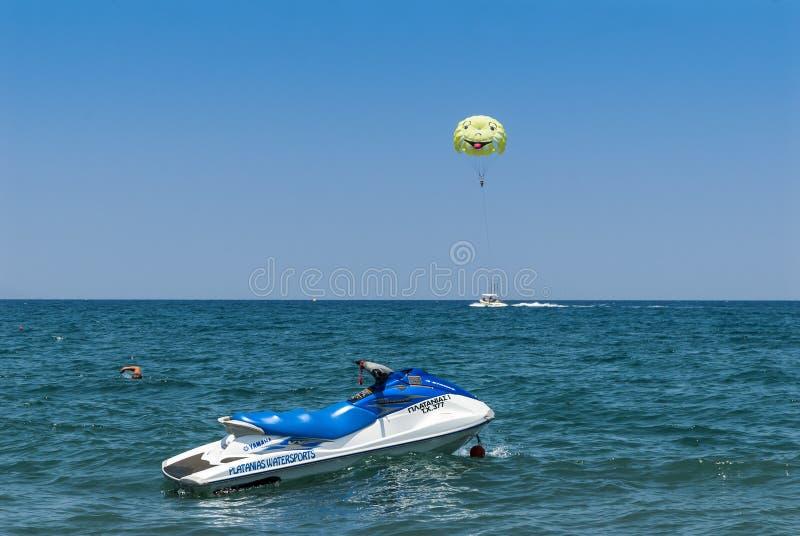 Парасейлинг Крит стоковое изображение rf