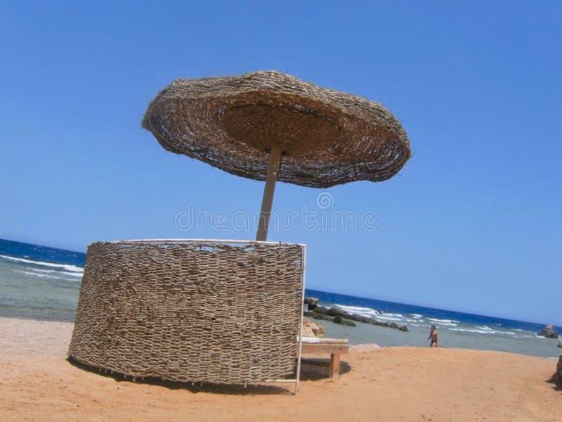 парасоль на пляже стоковые фотографии rf
