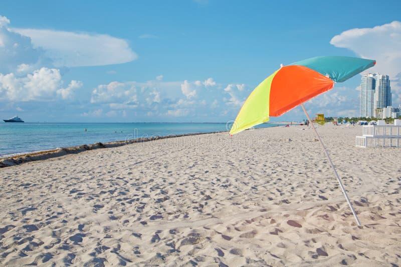 Парасоль и пляж стоковая фотография rf
