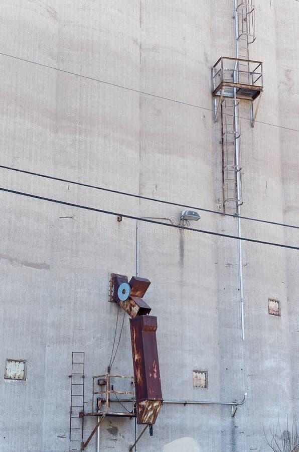 Парашют и лестница силосохранилища зерна стоковое фото rf