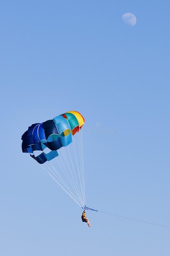 парашют человека стоковое изображение rf