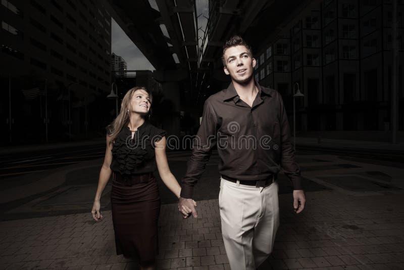 пара вручает удерживание стоковые фотографии rf