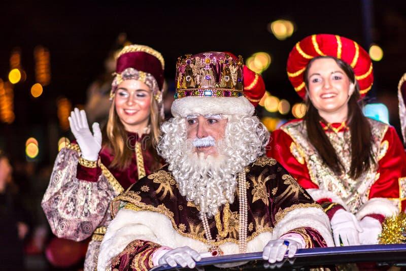 Парад 3 мудрецов приезжая общественный стоковое фото
