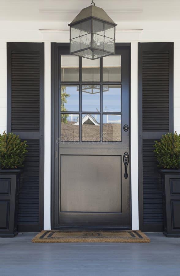 Парадный вход высококачественного дома стоковое фото
