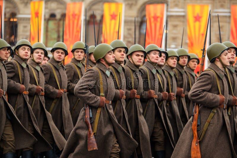 Парад предназначил к 7-ое ноября 1941 на красной площади в Москве 75th годовщина стоковая фотография