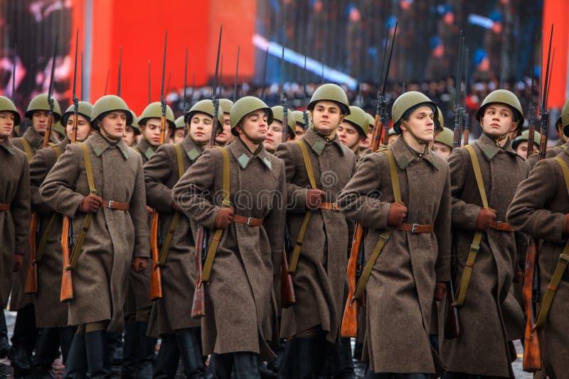 Парад предназначил к 7-ое ноября 1941 на красной площади в Москве 75th годовщина стоковые изображения