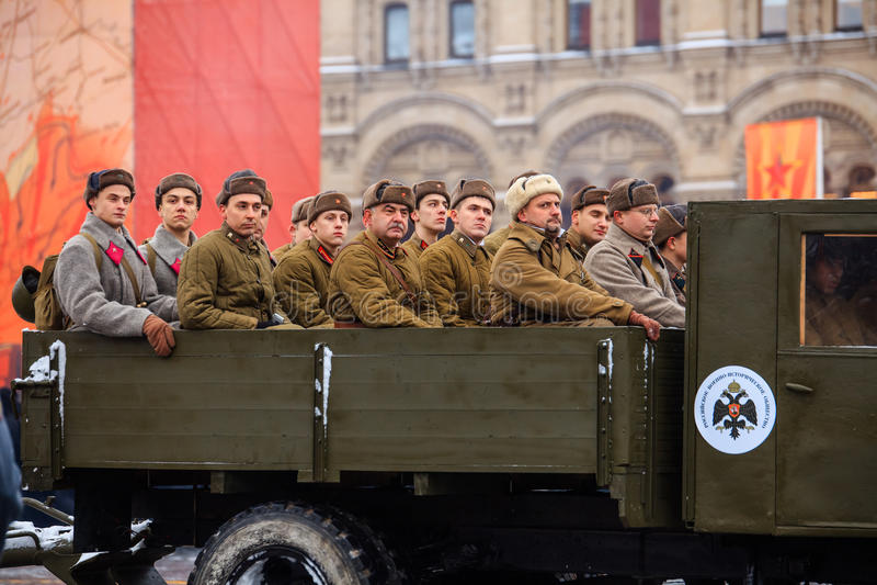Парад предназначил к 7-ое ноября 1941 на красной площади в Москве 75th годовщина стоковое фото rf