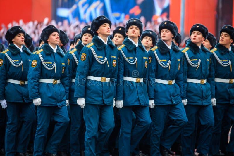 Парад предназначил к 7-ое ноября 1941 на красной площади в Москве 75th годовщина стоковое изображение