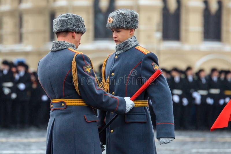 Парад предназначил к 7-ое ноября 1941 на красной площади в Москве 75th годовщина стоковые фотографии rf
