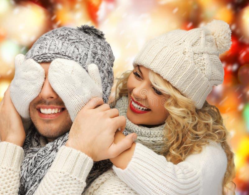 Пара семьи в зиме одевает стоковая фотография rf