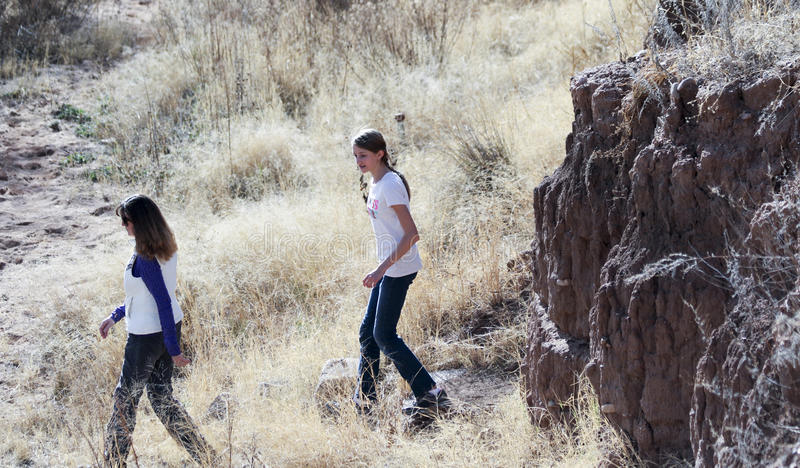 Пара Hikers на Мюррее скачет место Clovis стоковая фотография