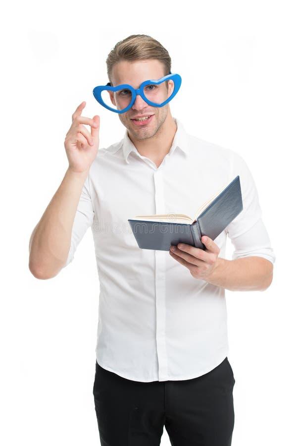 Парень учителя смешной Чтение студента Человек студента красивый старательный Литература улучшения собственной личности Студент у стоковое фото rf