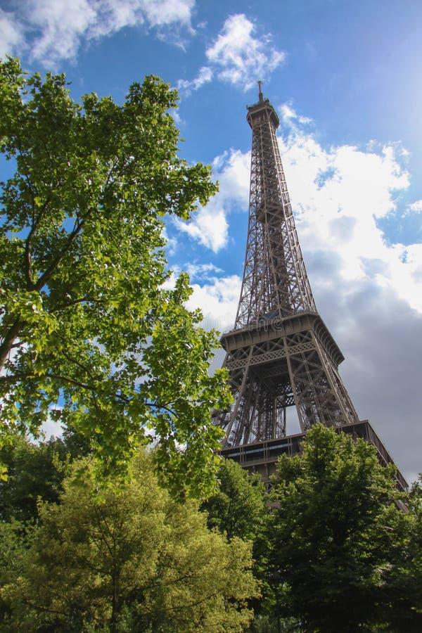 Париж в небе стоковые фотографии rf