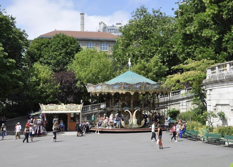 Париж, 17-ое июля: Фронт Carousel базилики Sacre Coeur от Montmartre в Париже стоковое фото