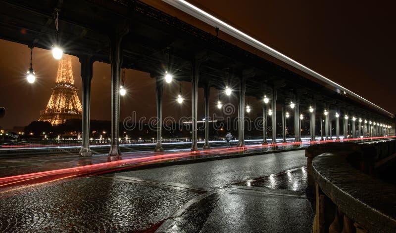 Париж от Pont de Bir-Hakeim стоковые фотографии rf