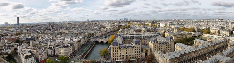 Париж увиденный от вершины Нотр-Дам стоковое изображение
