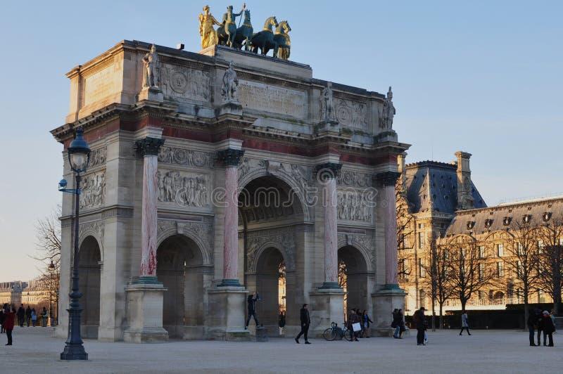 Париж, Франция - 02/08/2015: Взгляд Лувр стоковое изображение
