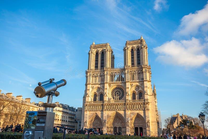 Париж, Франция - 18 01 2019: Красивый вид Нотр-Дам de Парижа, средневековой церков в Париже, Франции стоковая фотография