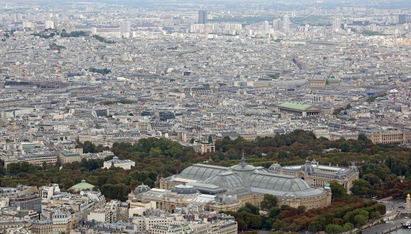 Париж, Франция - 21-ое августа 2018: Городская панорама и больший дворец также вызвали Больш Palais стоковая фотография