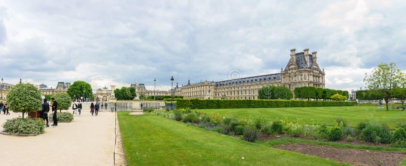 Париж, Франция - 2-ое мая 2017: Взгляды панорамы buildi жалюзи стоковое фото