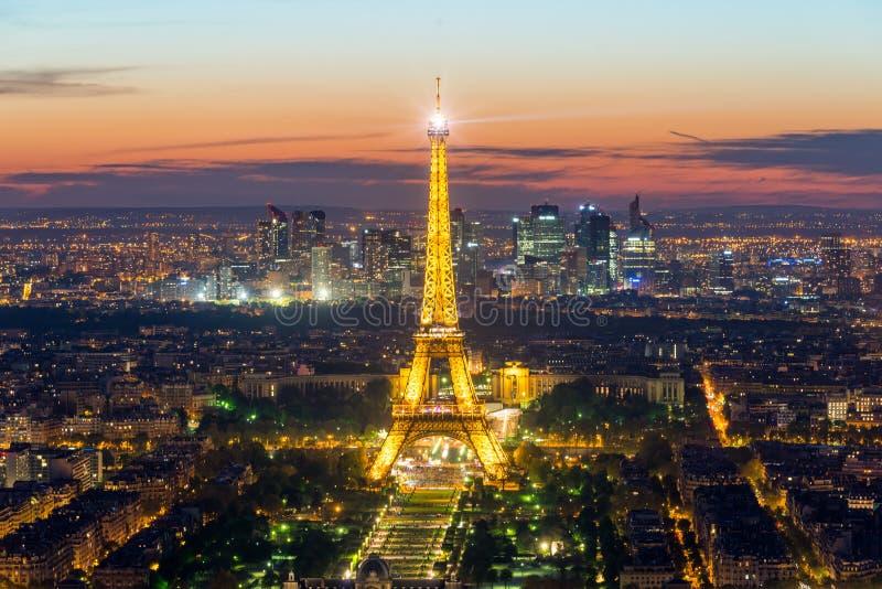 ПАРИЖ, ФРАНЦИЯ - 5-ое мая 2016: Красивый взгляд Eiffel горизонта Парижа стоковые изображения