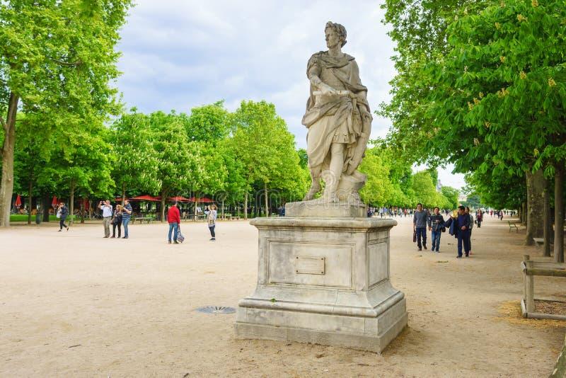 Париж, Франция - 2-ое мая 2017: Статуя Жулиус Чаесар в саде стоковое фото rf