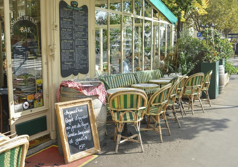 ПАРИЖ, ФРАНЦИЯ - 16-ОЕ ОКТЯБРЯ 2016: Ресторан Луис Philippe кафа стоковая фотография