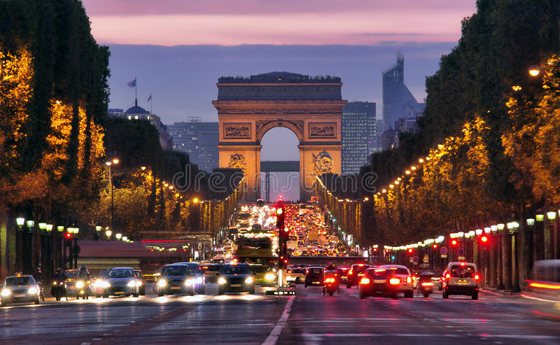 Париж, Champs-Elysees на ноче стоковые изображения