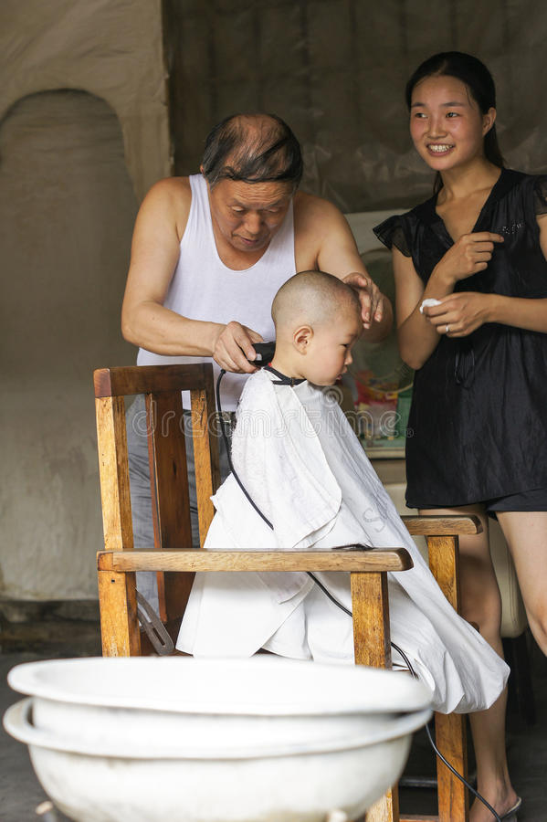 парикмахер младенца стоковое изображение rf