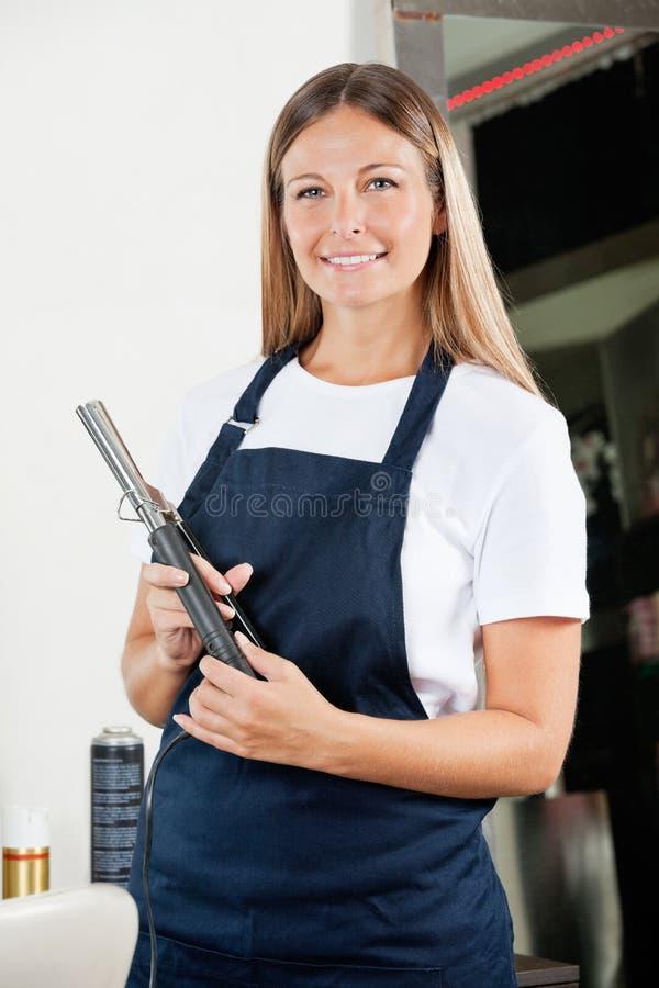 Парикмахер с Curler волос стоковые изображения rf