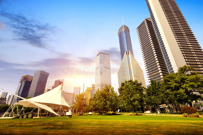 Download Парки и современная архитектура Стоковое Фото - изображение насчитывающей центрально, коммерчески: 37930704