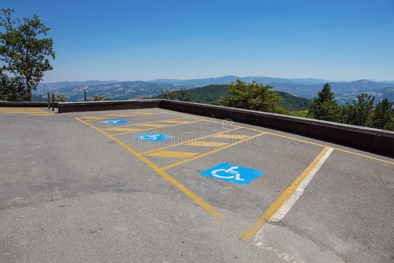 Парковки зарезервированные для неработающего в внешней серии для публики стоковые фотографии rf