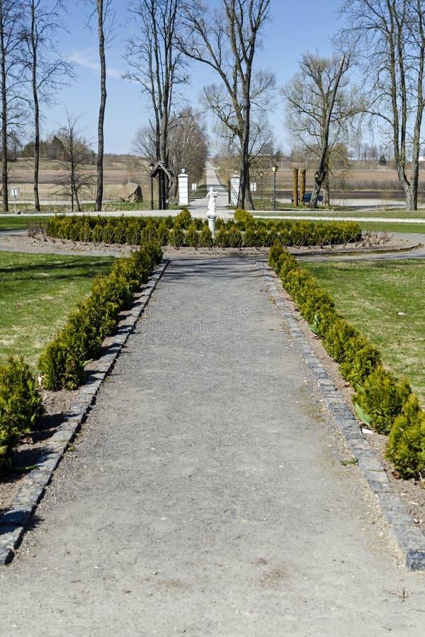 Парк ансамбля поместья Bistrampolis на весне стоковое изображение