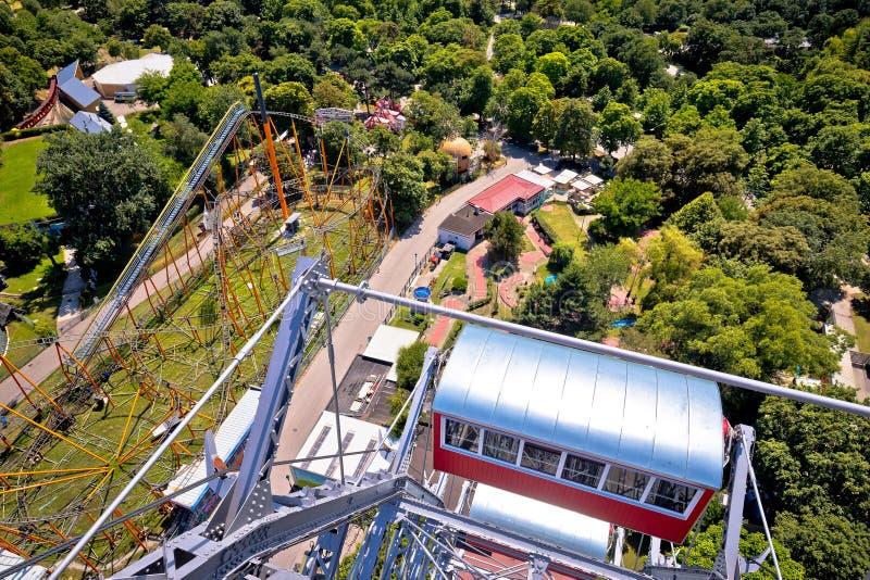 Парк атракционов Prater в взгляде вены от гиганта Ferris Riesenrad стоковая фотография rf