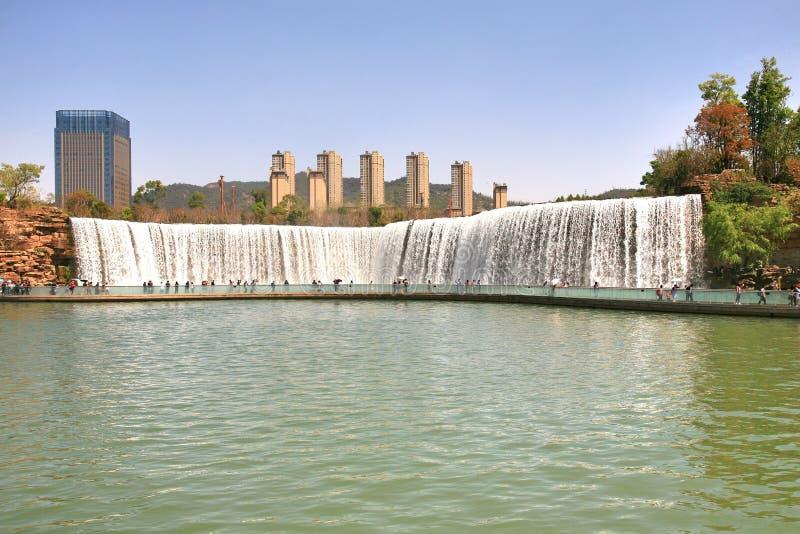 Парк водопада Kunming в Kunming, Китае стал самым большим парком водопада в Азии стоковая фотография rf