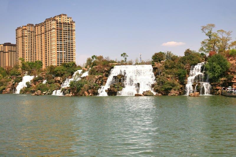 Парк водопада Kunming в Kunming, Китае стал самым большим парком водопада в Азии стоковые фото
