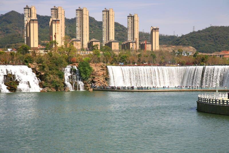 Парк водопада Kunming в Kunming, Китае стал самым большим парком водопада в Азии стоковое фото rf