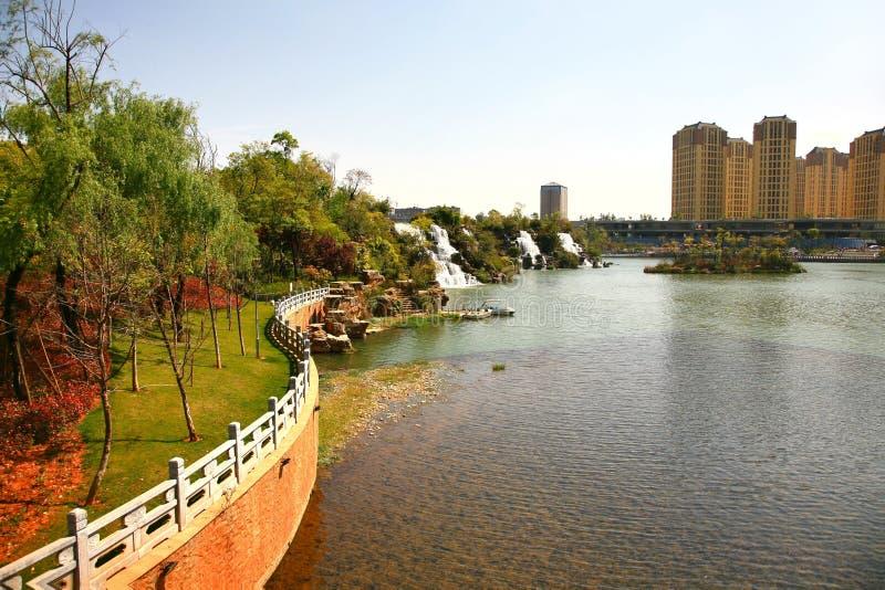 Парк водопада Kunming в Kunming, Китае стал самым большим парком водопада в Азии стоковые фотографии rf