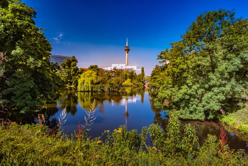 Парк в Дюссельдорфе, Германия Kaiserteich стоковое изображение