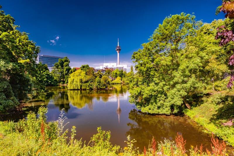 Парк в Дюссельдорфе, Германия Kaiserteich стоковое фото rf