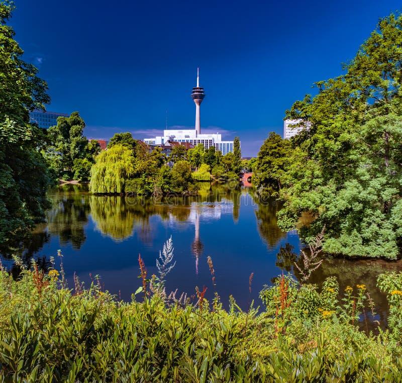 Парк в Дюссельдорфе, Германия Kaiserteich стоковое фото