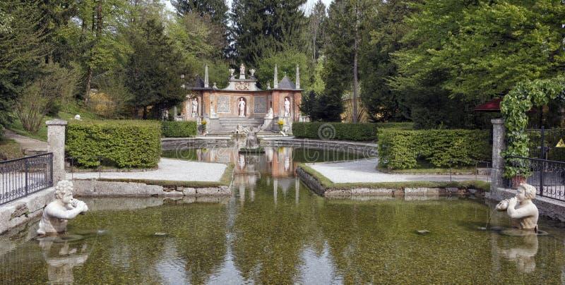 Download Парк в Hellbrun стоковое изображение. изображение насчитывающей памятник - 40579257