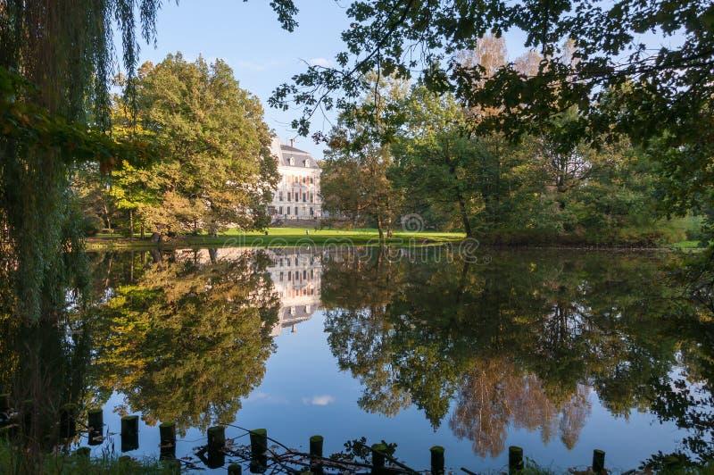 Download Парк и замок в Pszczyna стоковое фото. изображение насчитывающей ренессанс - 40587768