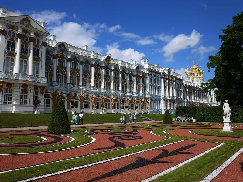 Парк Катрина, Tsarskoye Selo Дворец Катрин в России, Санкт-Петербурге, посетил туристами от во всем мире стоковое фото rf