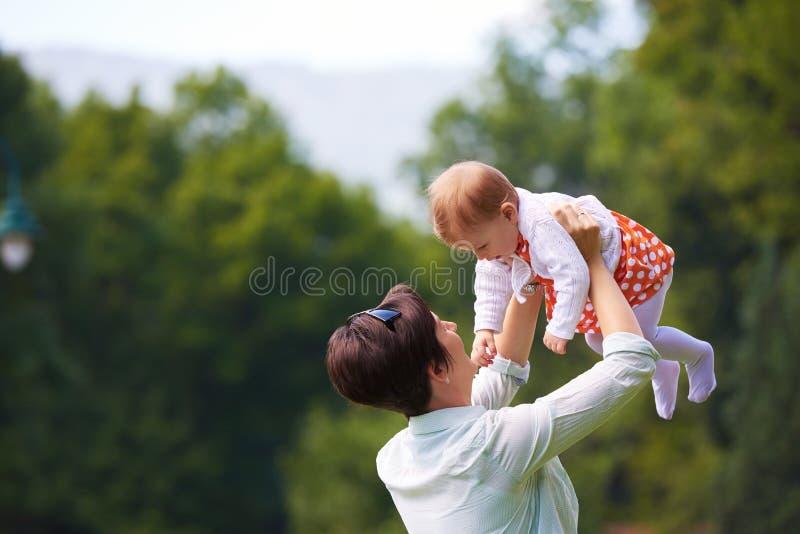 парк мати младенца стоковая фотография rf